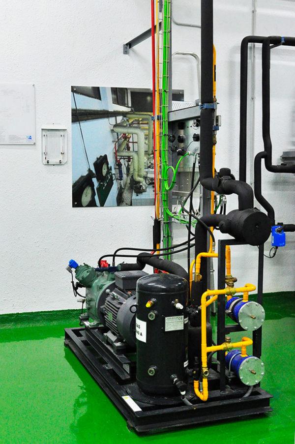 Aula De Frio Instituto Marítimo De Vigo. Unidad Compresora Con Compresor Frigorífico De Pistones 30 CV Cámara Frigorífica De Mantenimiento De Congelado