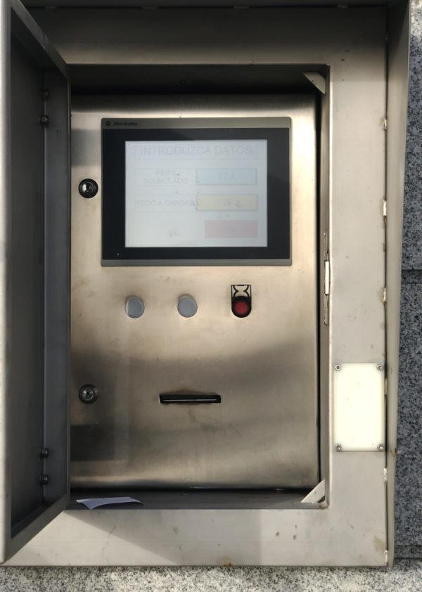 Lonja De Cangas. Cajero Automático Mediante Tarjetas Para Dispensación De Hielo